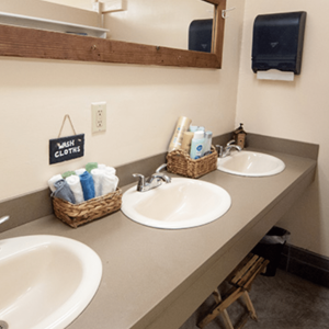 hostel-bathrooms-1024x1024